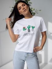 Белая футболка с ярким принтом